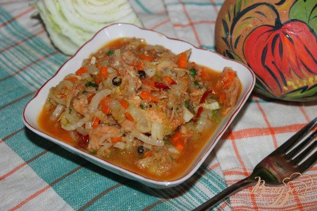 фото рецепта: Тушеная пекинская капуста с курицей и перцем в томатном соусе