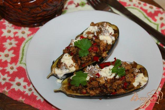 фото рецепта: Баклажан фаршированный мясом и перцем с сыром