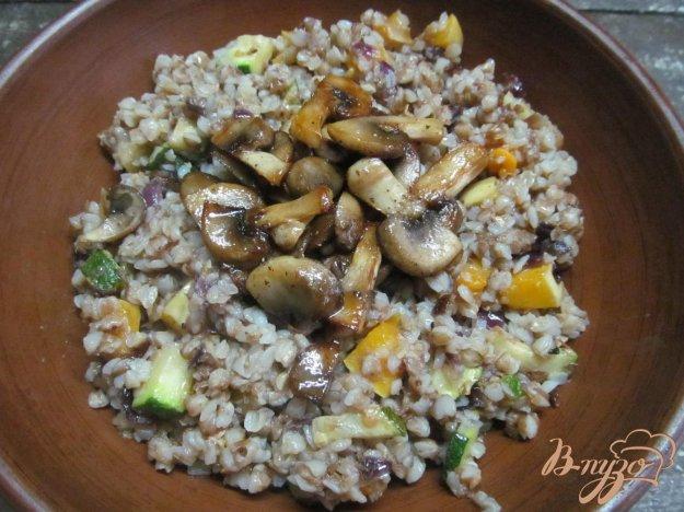 фото рецепта: Гречка с овощами и шампиньоном