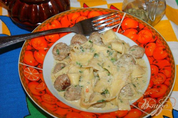 фото рецепта: Тальятелле с фрикадельками и шпинатом в соусе