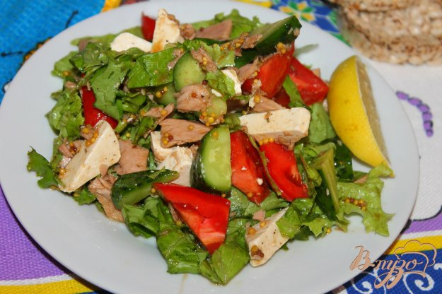фото рецепта: Рыбный салат с плавленым сыром и помидорами
