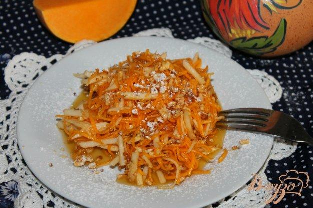 фото рецепта: Салат с тыквой, яблоками и орехами
