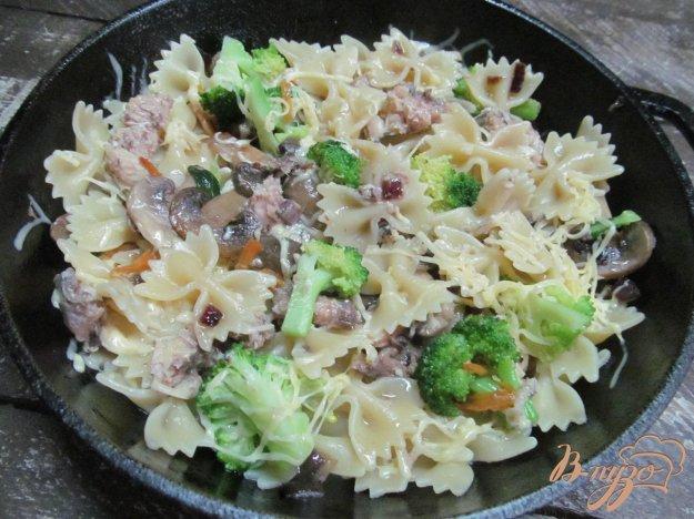 фото рецепта: Макароны с брокколи и консервированной горбушей