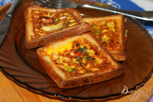 фото рецепта: Яичница в тостах на завтрак