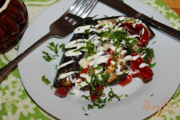фото рецепта: Баклажанный веер с перцем, помидорами и фетой