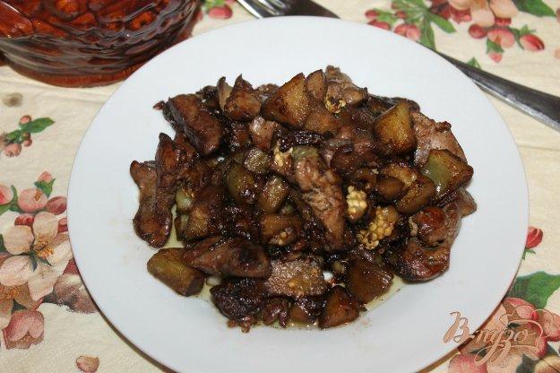 фото рецепта: Тушеная куриная печень с баклажанами в соевом соусе