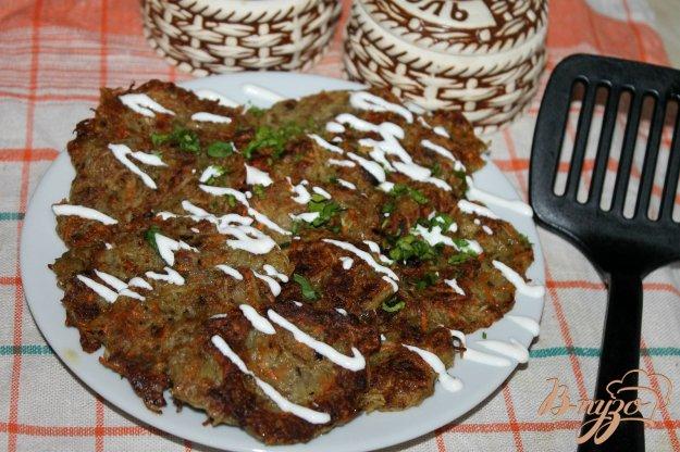 фото рецепта: Картофельные драники с печеным баклажаном и чесноком