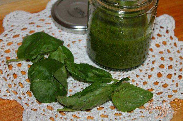 фото рецепта: Базиликовый соус с кешью для заправки салатов