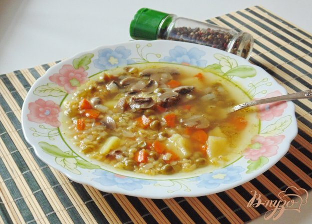 фото рецепта: Суп с красной чечевицей и шампиньонами