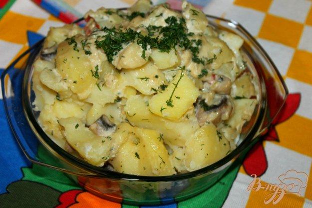фото рецепта: Отварной картофель в грибном соусе с перцем