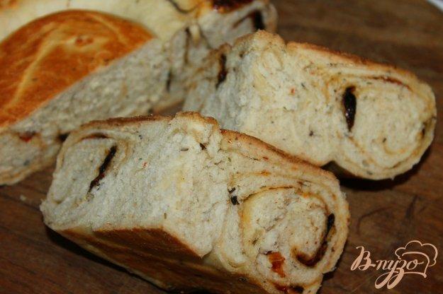 фото рецепта: Рулет - улитка с вялеными томатами и базиликом