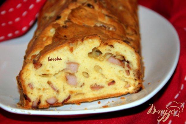 фото рецепта: Кекс с луком и колбасными изделиями