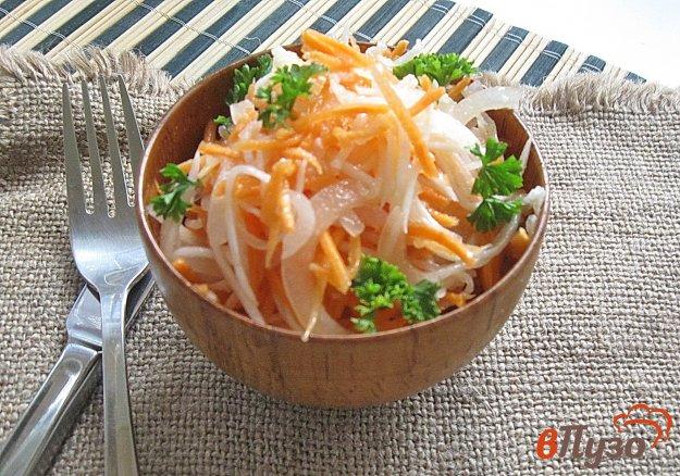 фото рецепта: Салат из редьки с морковью