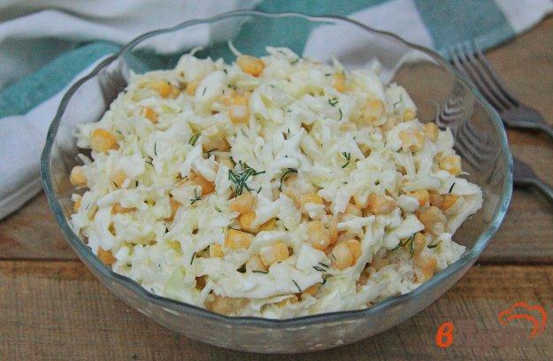 фото рецепта: Салат из капусты с кукурузой и яйцами