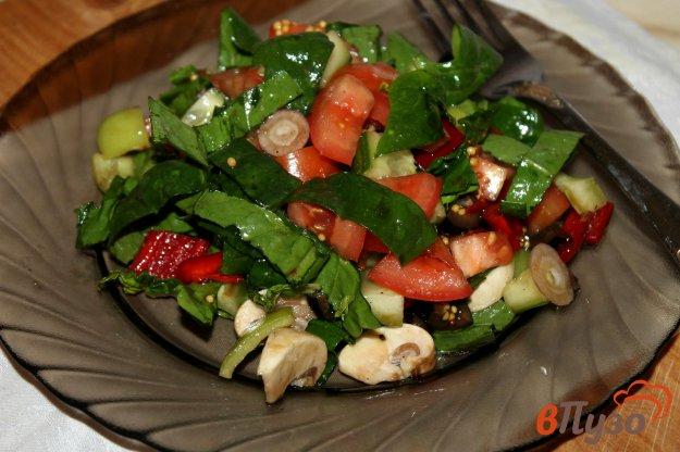 фото рецепта: Салат из свежих овощей с маслинами и свежими шампиньонами
