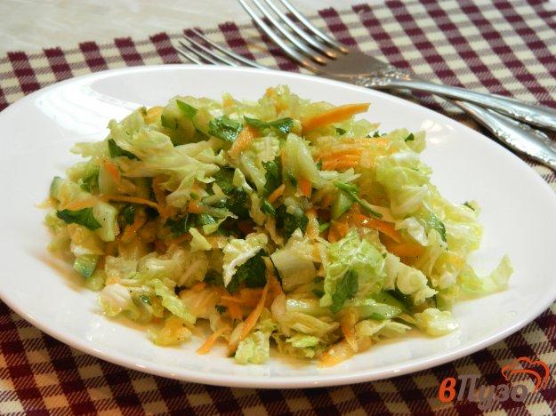 фото рецепта: Салат из пекинской капусты с яблоком, огурцом и морковью