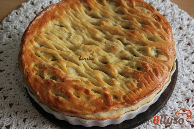 фото рецепта: Дрожжевой пирог с курицей и соусом Бешамель