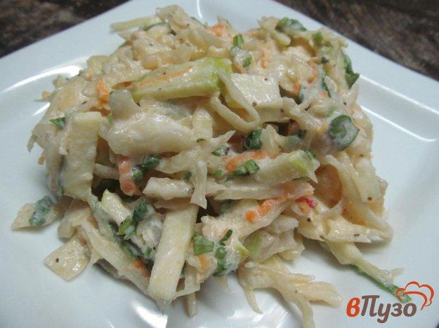 фото рецепта: Салат из квашеной капусты с яблоком