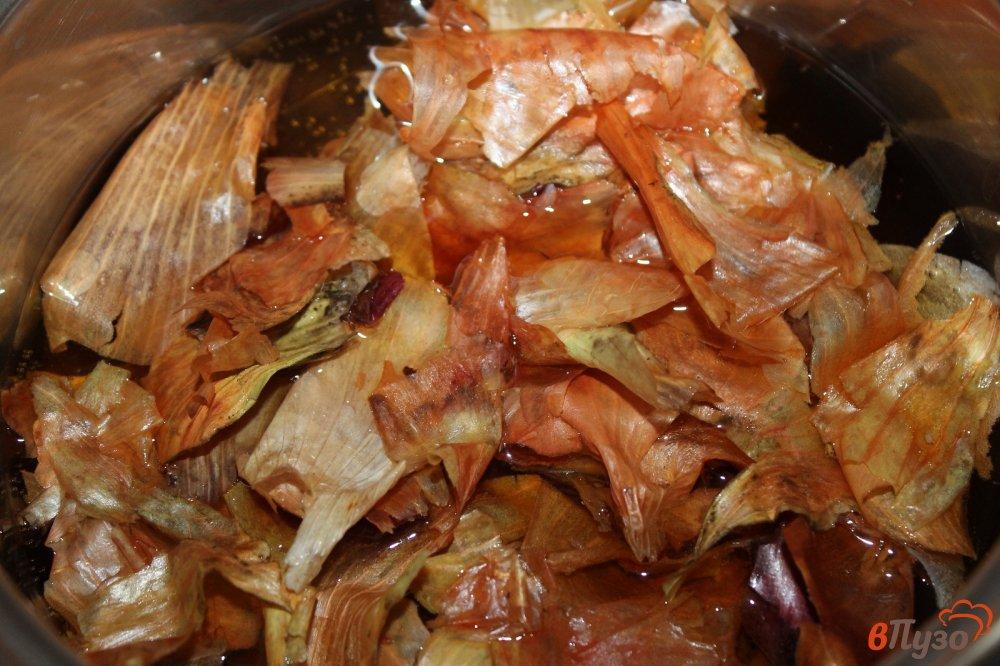 Фото приготовление рецепта: Сало вареное в луковой шелухе с чесночным вкусом шаг №3