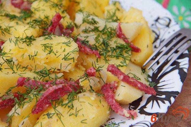фото рецепта: Картофель с колбасой в мультиварке