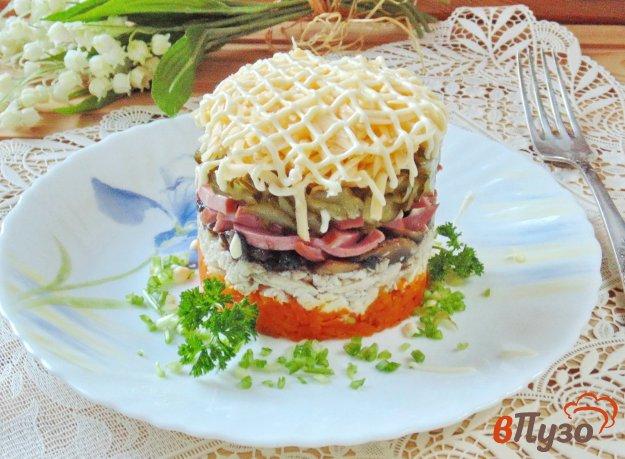 фото рецепта: Салат с курицей и копченой колбасой