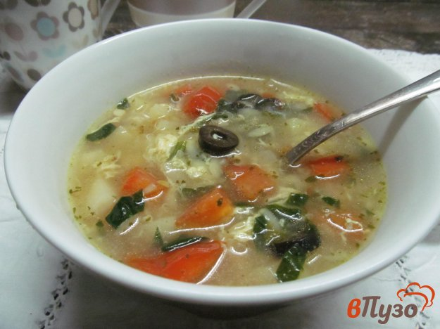 фото рецепта: Суп с пастой орсо на беконе с оливками и шпинатом