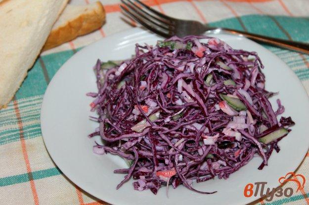 фото рецепта: Салат из краснокочанной капусты с крабовыми палочками и сыром