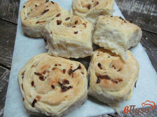 фото рецепта: Домашние булочки с карамельным луком