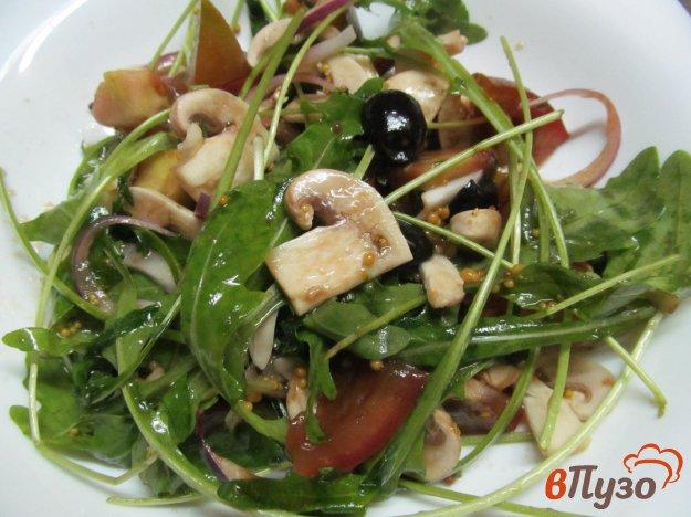 фото рецепта: Салат из помидоров с рукколой