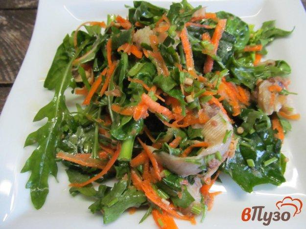 фото рецепта: Салат из зелени с рыбой