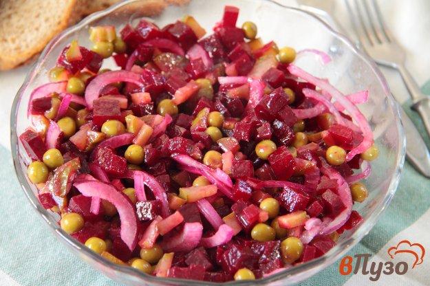 фото рецепта: Свекольный салат с солеными огурцами и горошком