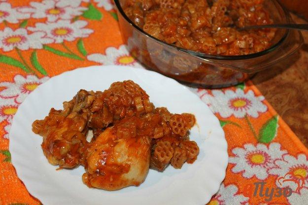 фото рецепта: Макароны в томатном соусе с куриными крыльями в мультиварке