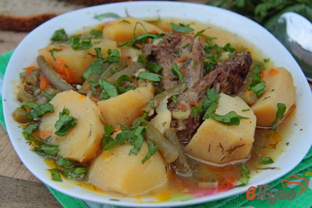 фото рецепта: Свиные ребрышки с картофелем и фасолью в мультиварке