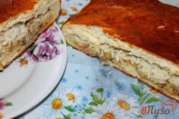 фото рецепта: Домашний пирог с рыбой, рисом и жареным луком