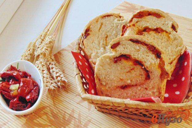 фото рецепта: Хлеб с вялеными томатами