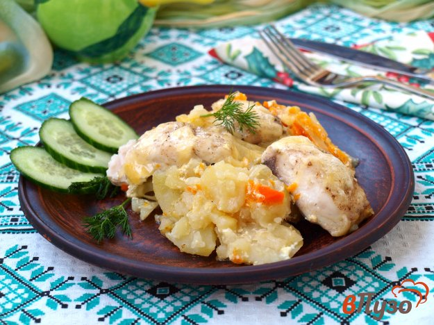 фото рецепта: Толстолобик с картофелем в духовке