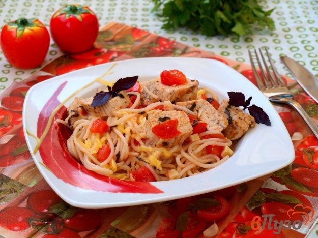 фото рецепта: Спагетти с куриным филе и помидорами
