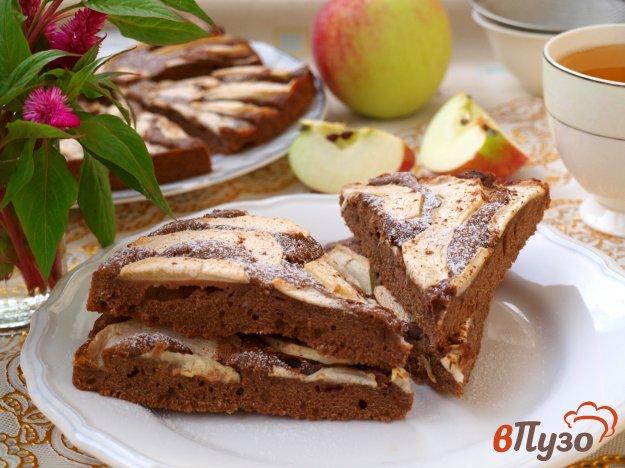 фото рецепта: Быстрый яблочный пирог с какао