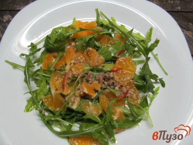 фото рецепта: Салат из рукколы с мандарином под ореховым соусом