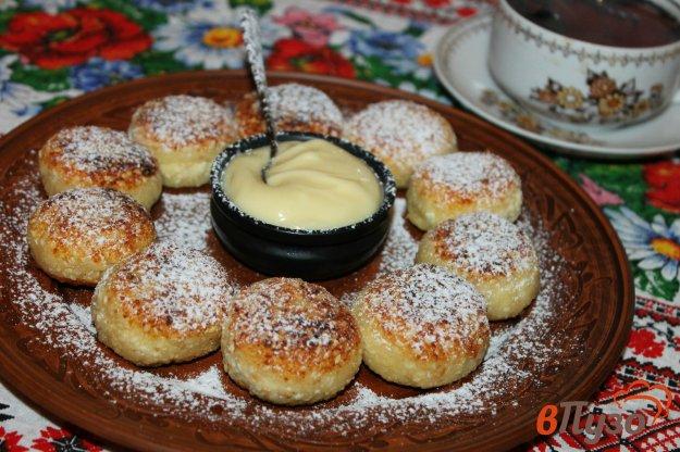 фото рецепта: Сырники с кунжутом и манной крупой
