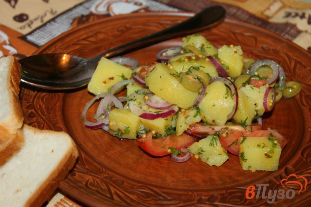 фото рецепта: Картофельный салат с оливками и помидорами