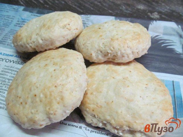 фото рецепта: Сдобные булочки с кунжутом