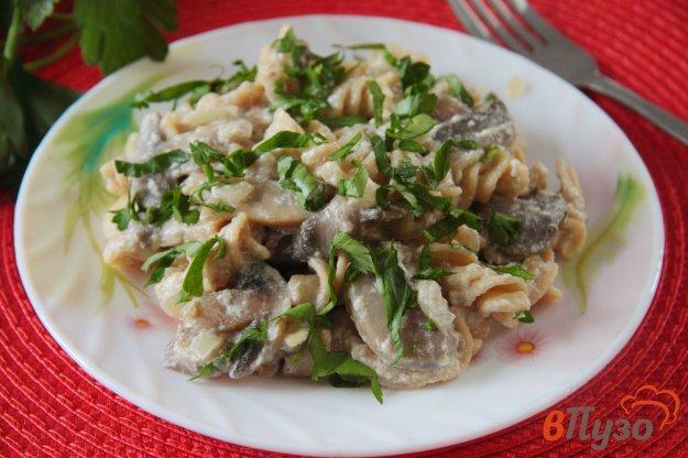 фото рецепта: Макароны в сметанно-грибном соусе в мультиварке