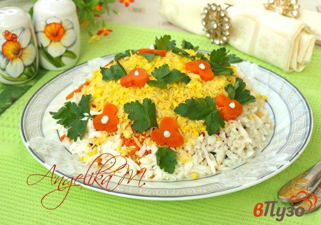 фото рецепта: Слоёный салат с курицей, черносливом и кукурузой