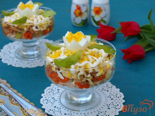 фото рецепта: Салат с курицей, морковью, киви и яйцом