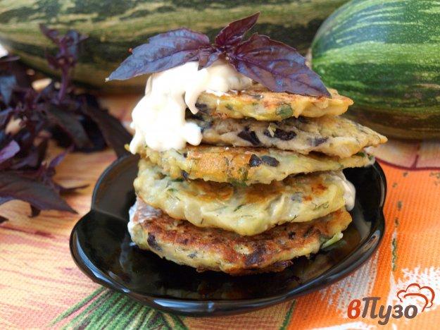 фото рецепта: Кабачково-базиликовые оладьи