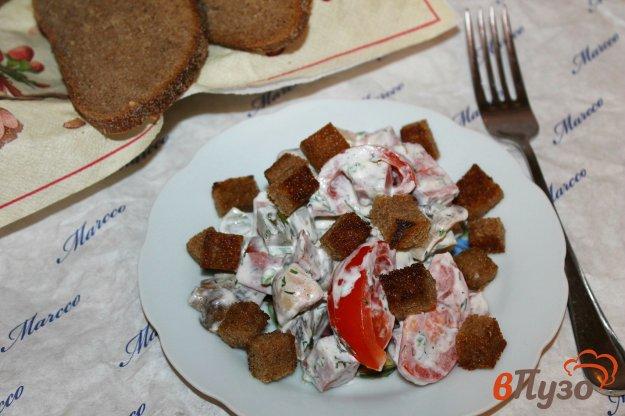 фото рецепта: Салат с колбасой и сухариками