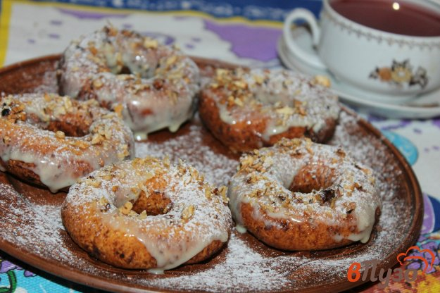 фото рецепта: Творожные пончики со сгущенкой и орешками