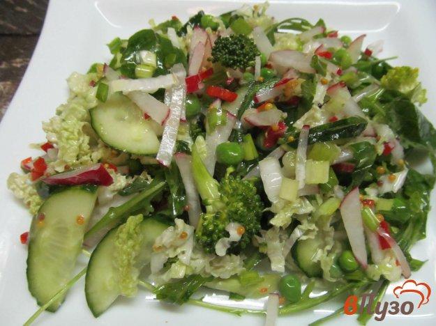 фото рецепта: Овощной салат из брокколи редиски огурца