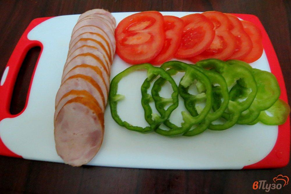 Фото приготовление рецепта: Пицца на сковороде шаг №3